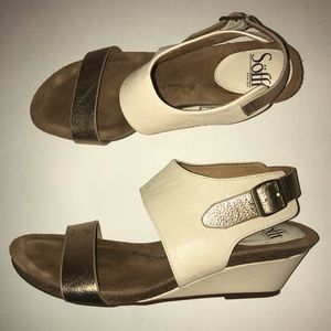 Sofft Cream & Gold 2 In Buckle Sandals 8